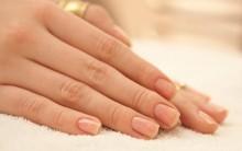 Dicas Para Remover Esmaltes Com Glitter Sem Prejudicar As Unhas.