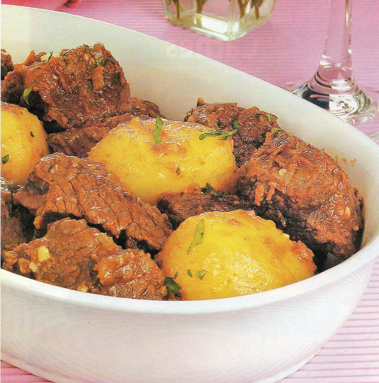 Dicas, Preparo Da Receita De Carne Capa De Filé Com Batatas, Ao Caldo De Costela – Que Delícia.