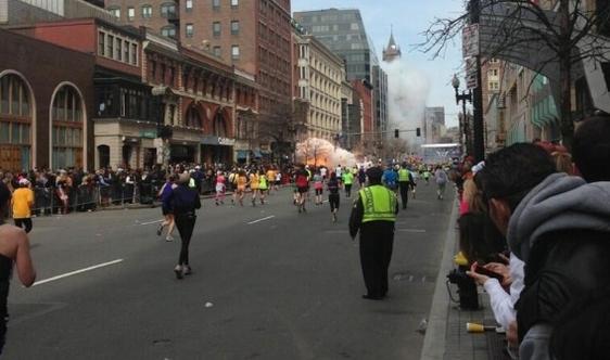 Terror Em Boston - Bombas Explodem Na Maratona Nos Estados Unidos.1