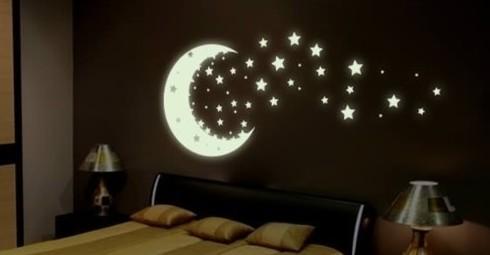adesivo-lua-e-estrelas-brilha-escuro