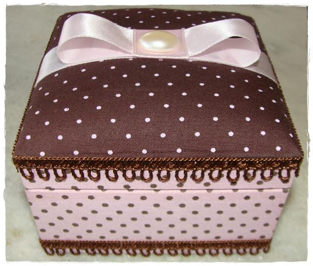 caixa-rosa-marrom