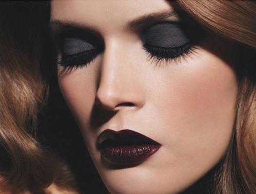 Batom Escuro na Maquiagem – Dicas Como Usar