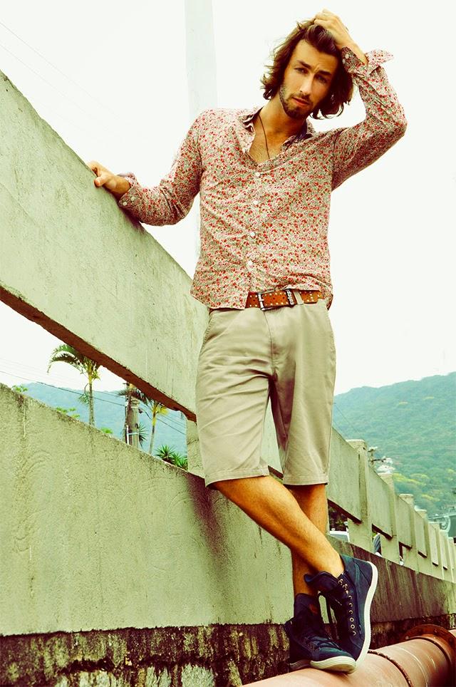homem-floral-camisa