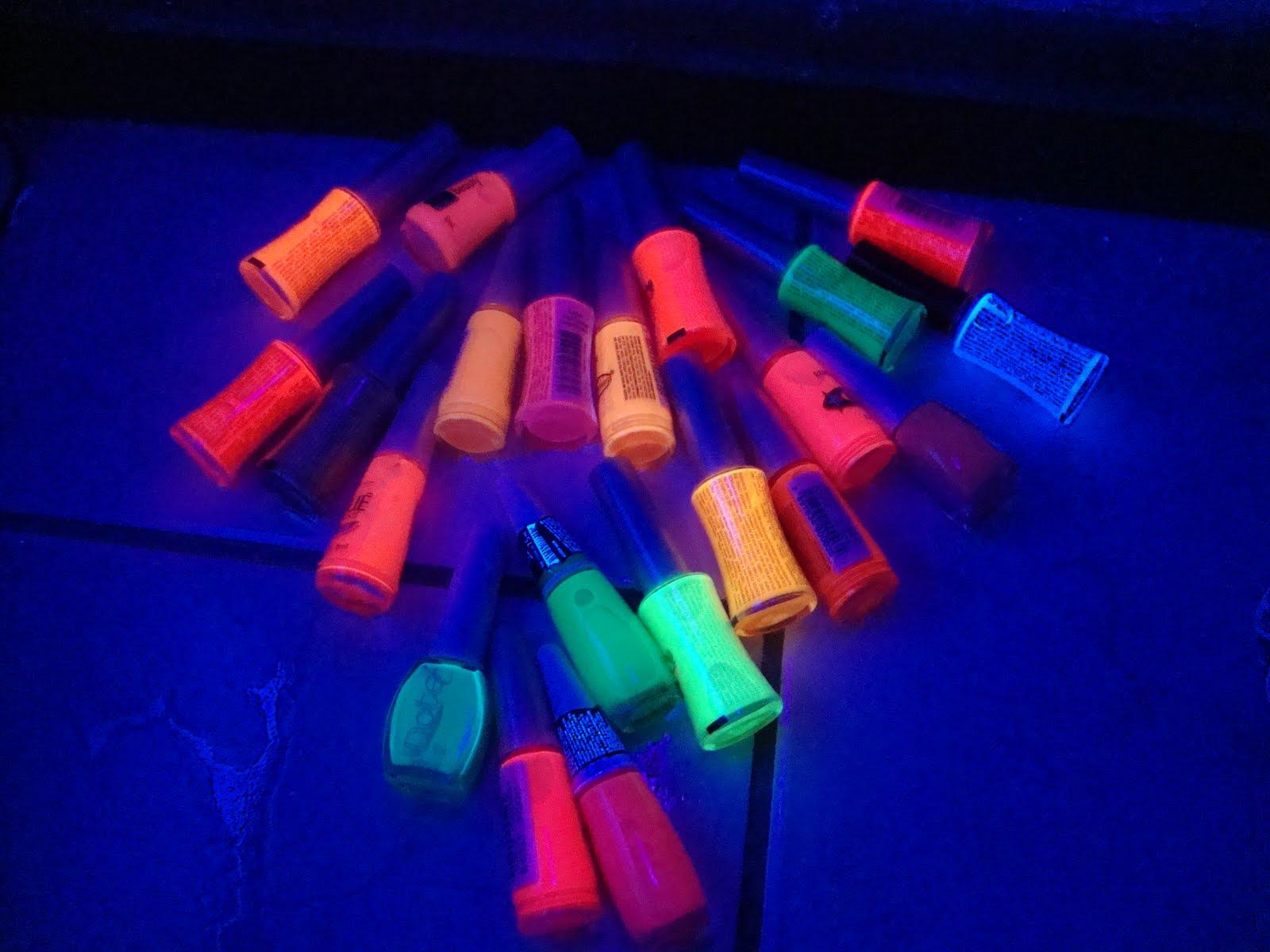 Modelos de Unhas Que Brilham no Escuro – Fluorescente – Dicas, Efeitos e Onde Comprar