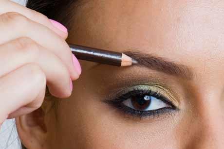 Como Definir a Sobrancelha com Maquiagem – Dicas e Vídeo