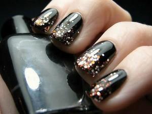 unha-decorada-preta-brilhante