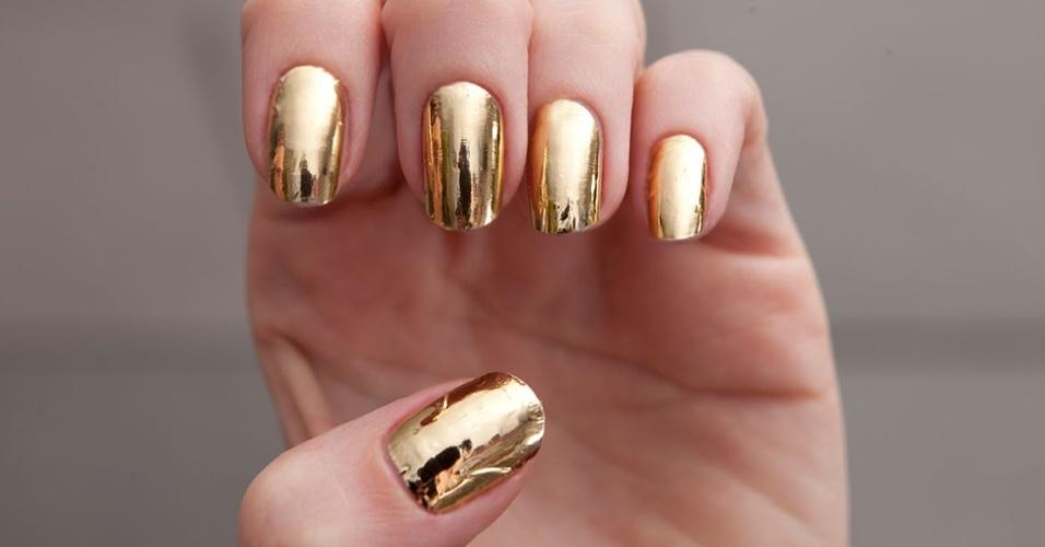 unhas-pintadas-natal-dourada
