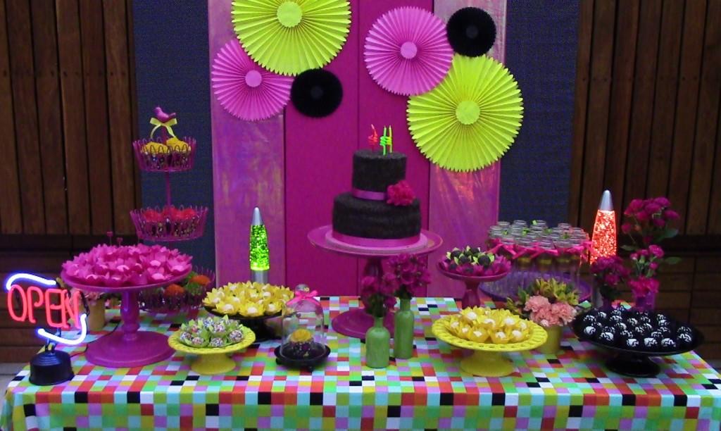 Mesa-festa-neon