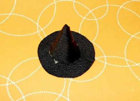 chapéu-de-bruxa-colado