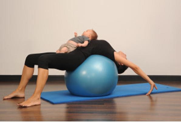 Pilates-Com -bebê-bola
