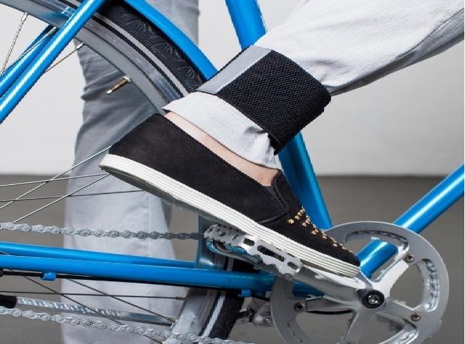 Trabalhar de bicicleta tornozeleira