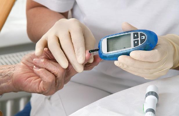 Idosos Diabéticos glicosimetro