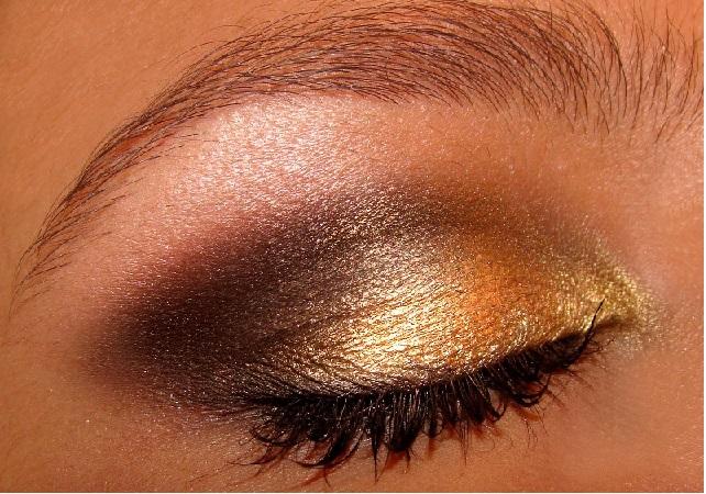 Maquiagem Com Efeito dourada