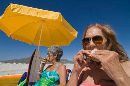 Alimentação à Beira da Praia – Quais Cuidados e Orientações