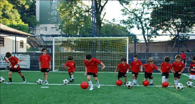 Escolinha de Futebol Para Crianças . Beneficios