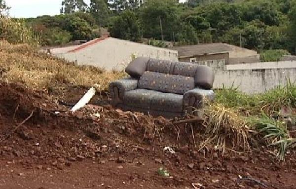 Descartar Móveis Velhos – sofa