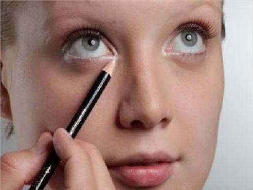 Maquiagem Com Lapis Branco -  ilumina
