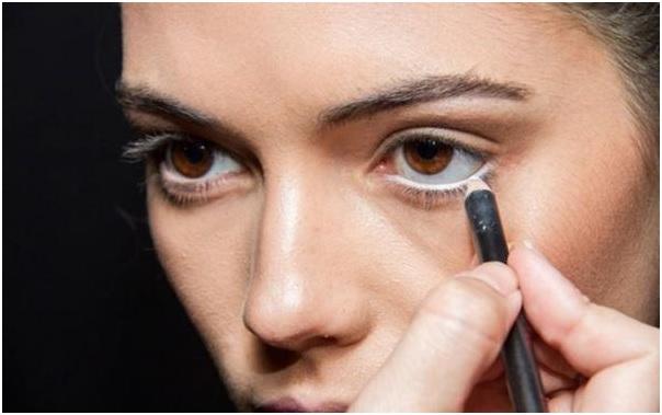 Maquiagem Com Lapis Branco -  linha