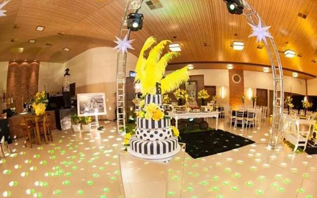 Festa Quinze Anos As Cores – amarela