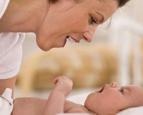 Recém-Nascido – Como Fazer Brincadeiras Divertidas
