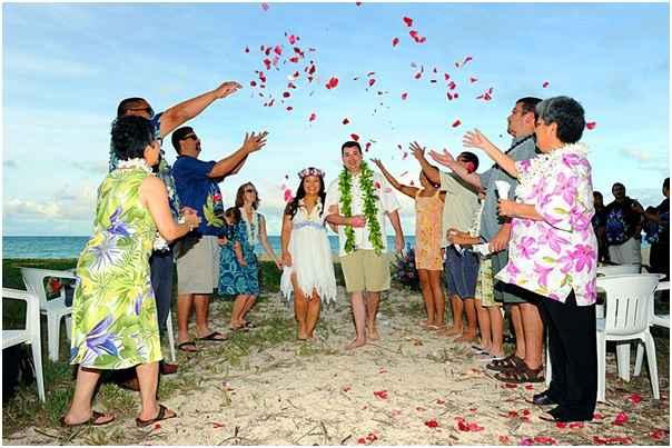 casamento-estilo-havaiano-noivos