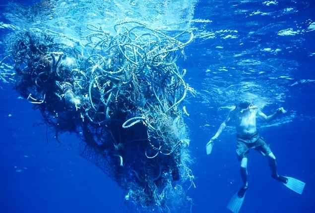 tenis-feito-com-plastico-do-mar