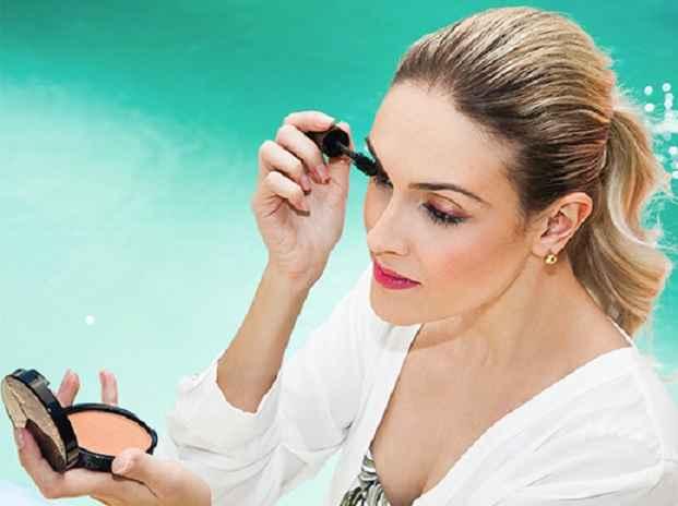 Maquiagem Ideal Para Piscina – Dicas e Cores