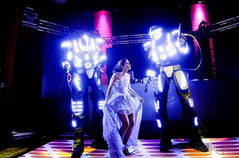 Robôs de LED – Animação de Festa