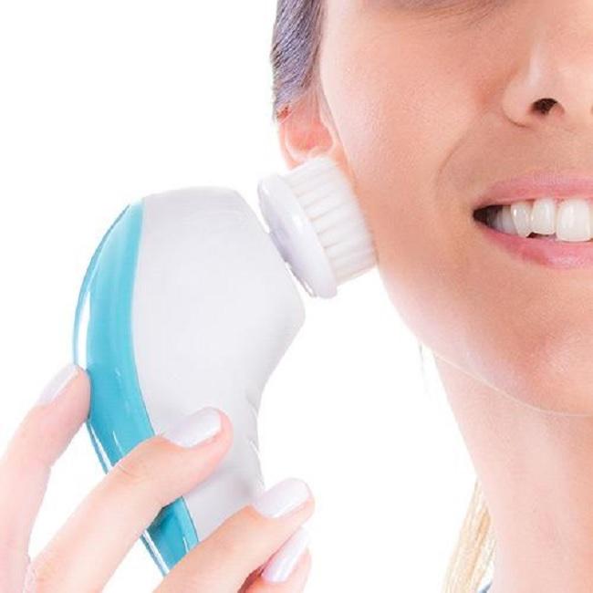 Escova Facial Para Limpeza de Pele – Prós e Contra