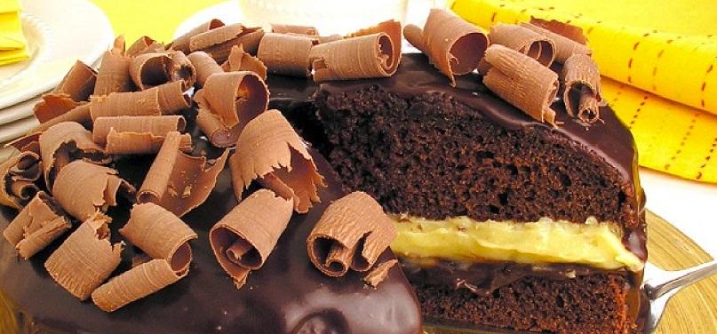 Bolo de Chocolate Recheado Com Dois Brigadeiros – Receita